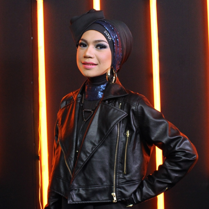 Indah Nevertari Jaket Kulit