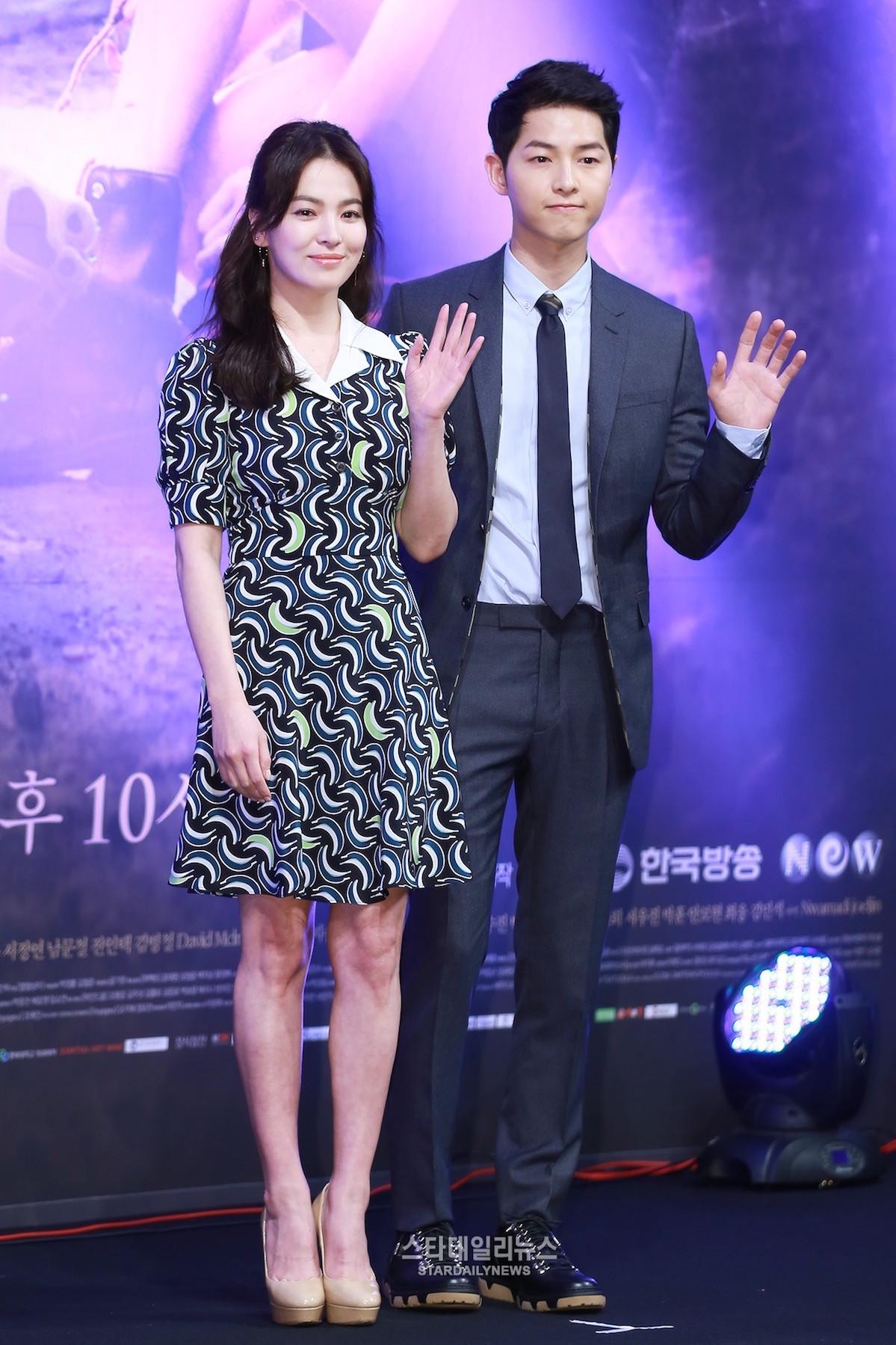 Song Joong Ki Dan Song Hye Kyo Promo Descendant Of The Sun JauhariNET