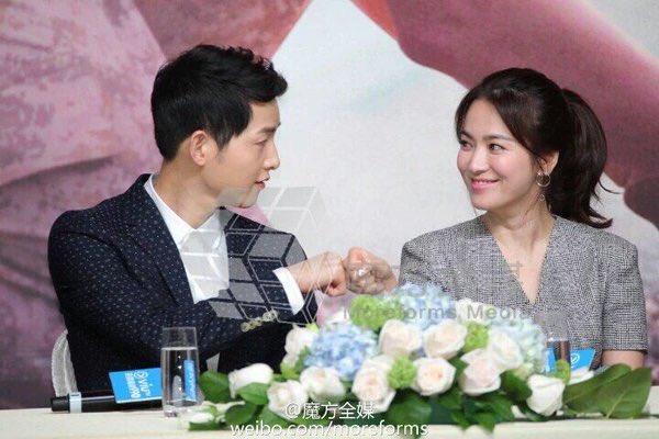 Koleksi First Bump Dr. Kang dan Kapten Yoo Sijin