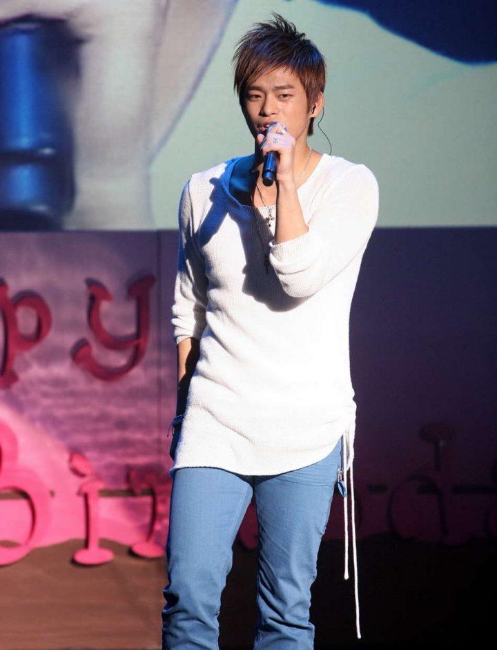 Seo In Guk sing