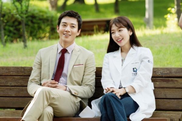 """Park Shin Hye dan Kim Rae Won dalam K-Drama """"Doctors"""""""