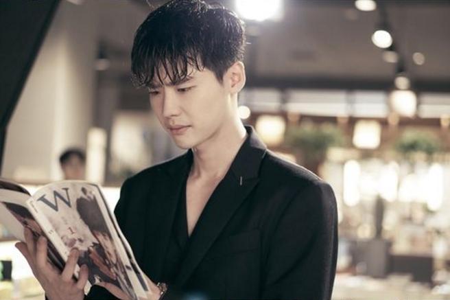 Kang Chul menemukan bahwa dirinya adalah sebuah karakter webtoon