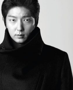 A Mysterious Pose of Lee Joon Ki