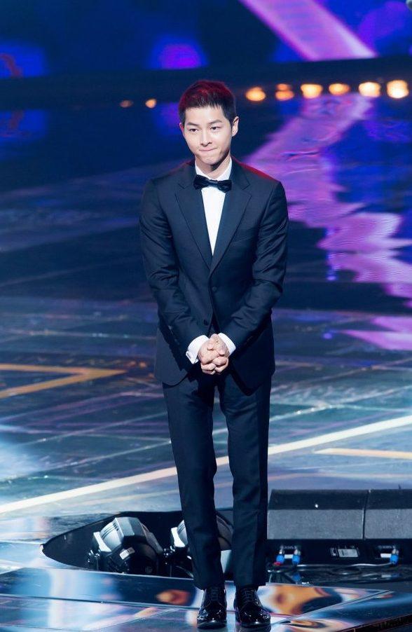song-joong-ki-at-the-2016-seoul-drama-awards-4